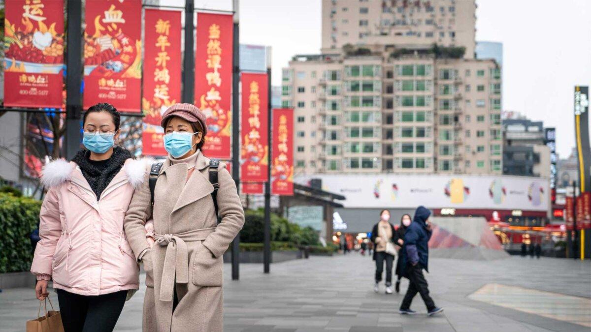 люди в масках улица Китай Пекин