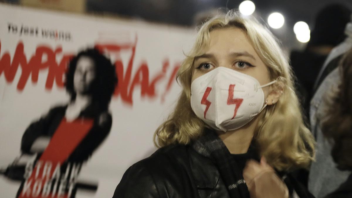 Акция протеста против запрета абортов в Варшаве