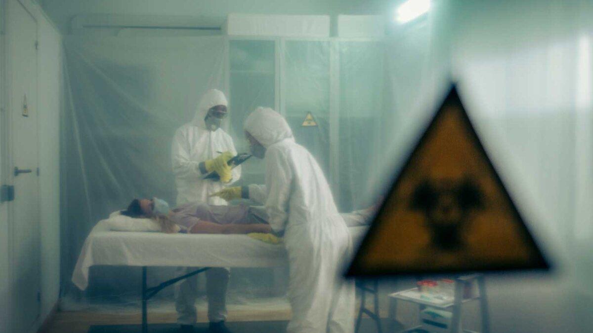 radiation hospital радиация коронавирус женщина в маске