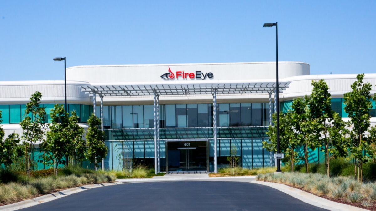 Компания FireEye логотип здание