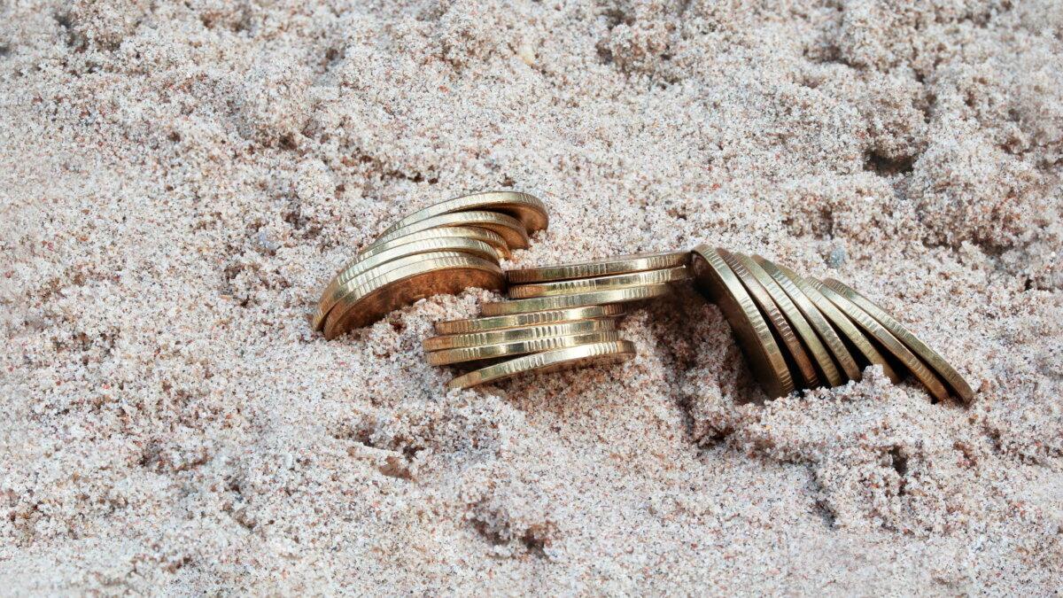 Монеты пляж песок археология