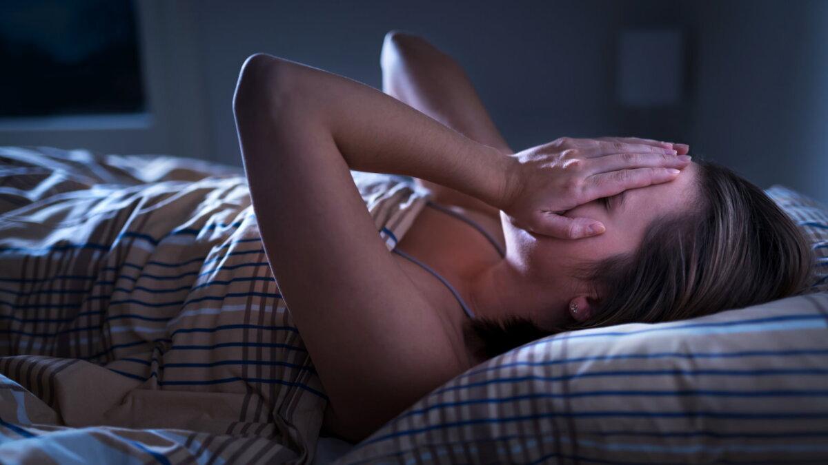 Бессонница плохой сон девушка не может уснуть