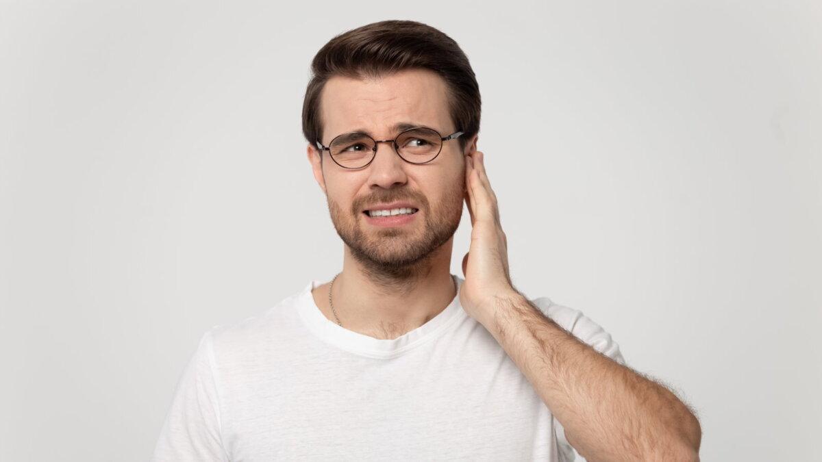 звон в ушах посторонний звук боль в ухе