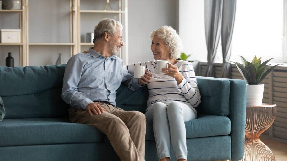 Пожилая пара чай кофе напиток долголетие