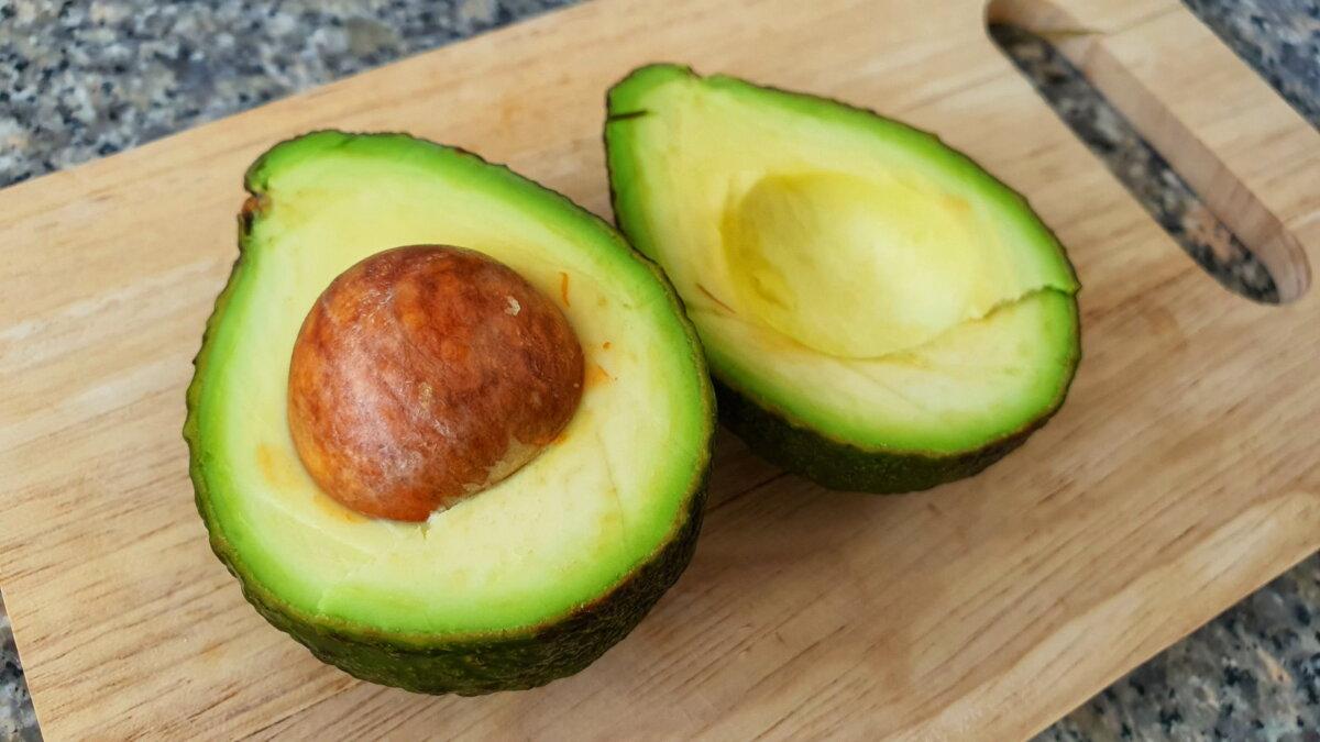 авокадо на доске