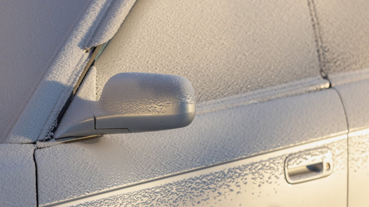 мороз замёрзший автомобиль в снегу один