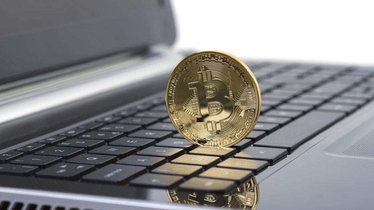 Ноутбук и биткоин