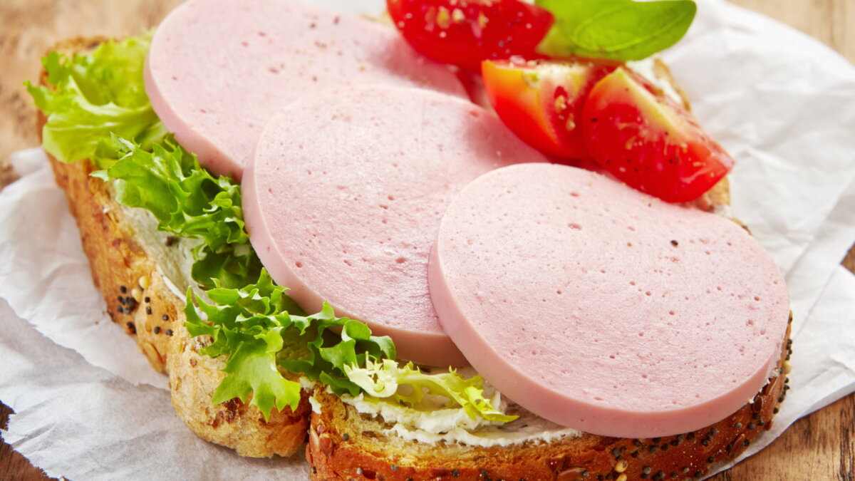 Бутерброд с колбасой хлеб