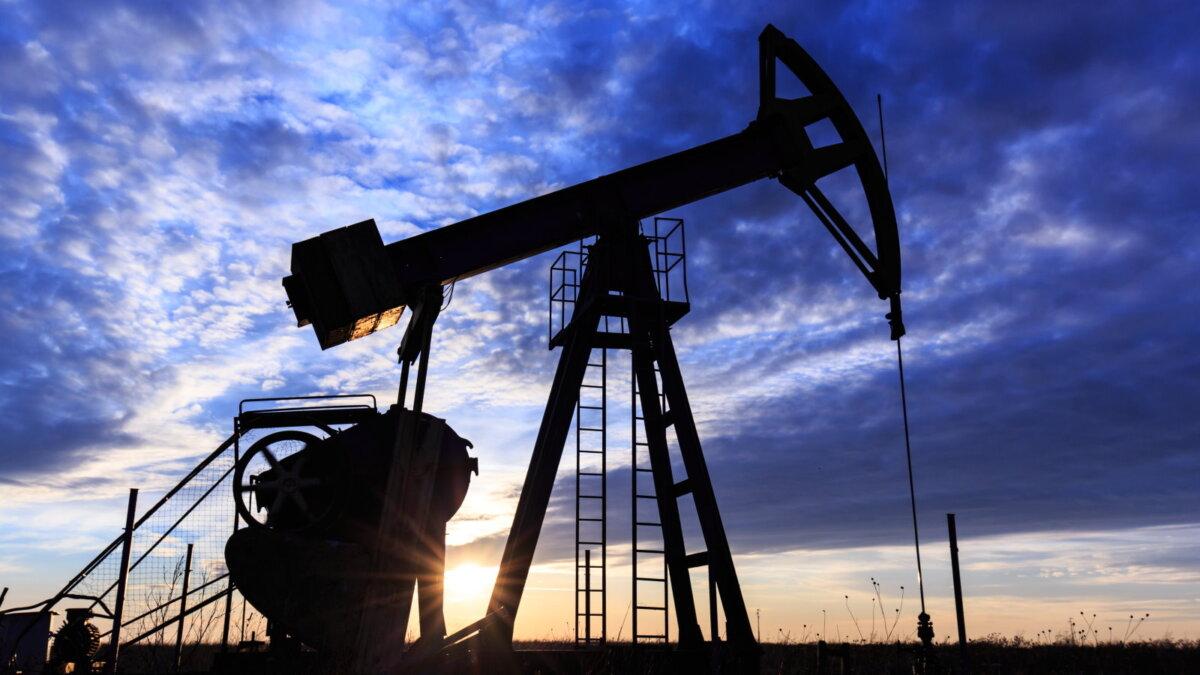 Нефть Нефтедобыча Нефтяной станок-качалка три