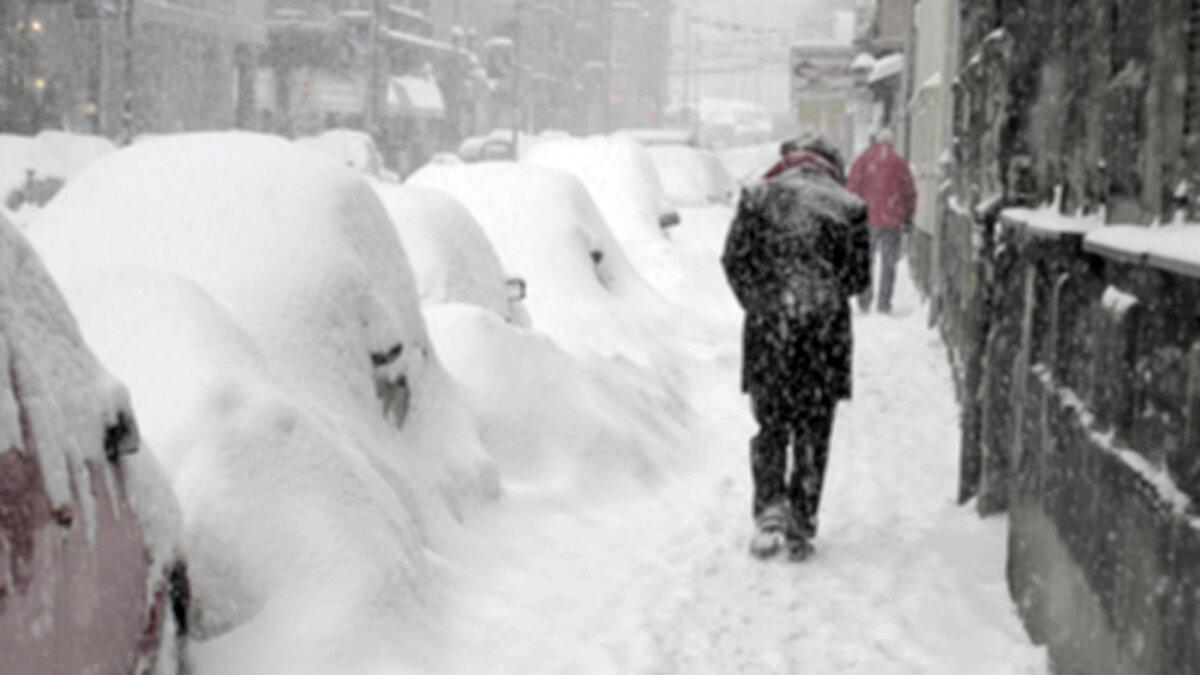 снег мороз зима человек холод сугробы метель