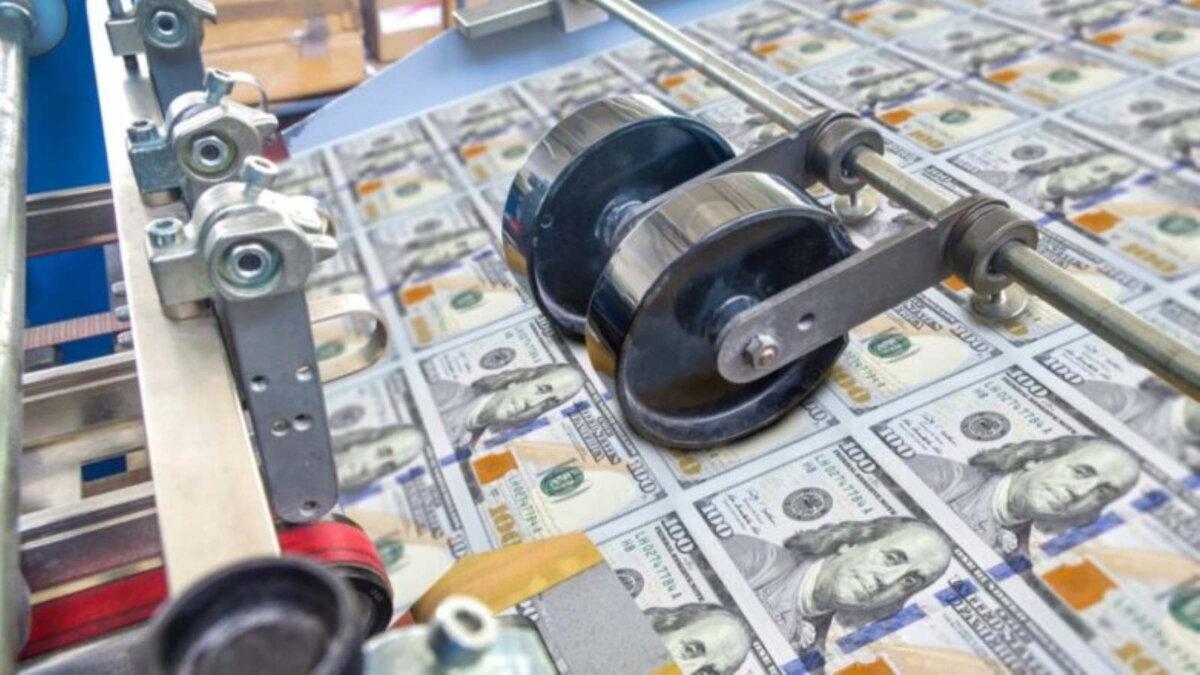 Доллары США валюта деньги печатный станок