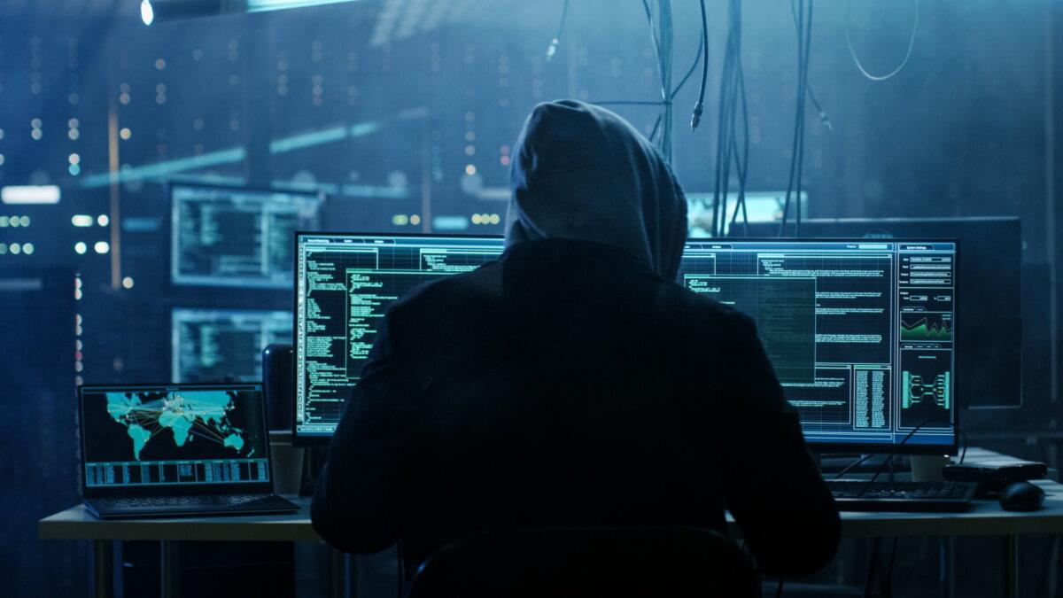 Хакер взлом кибератака киберпреступление мошенник четыре