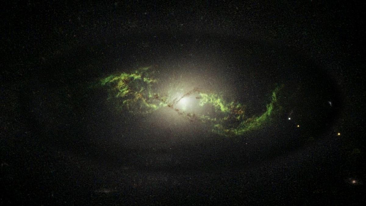 зеленая галактика NGC 5972