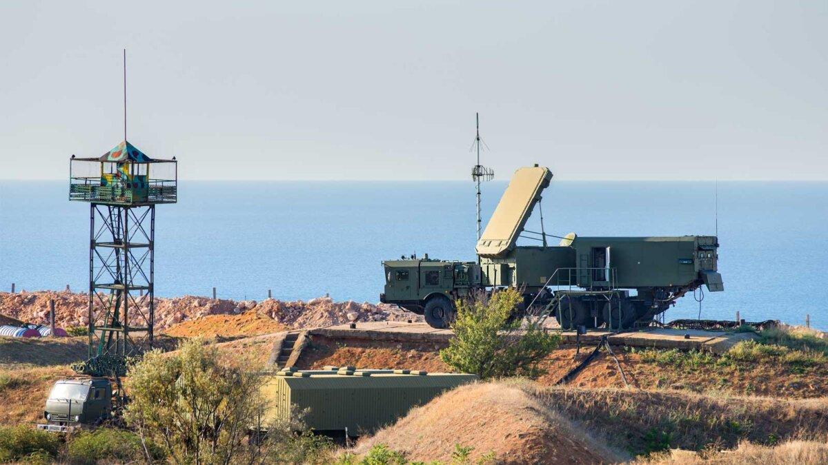 зенитные ракетные системы (ЗРС) С-400 S-400 anti-aircraft missile system in position in Turkey