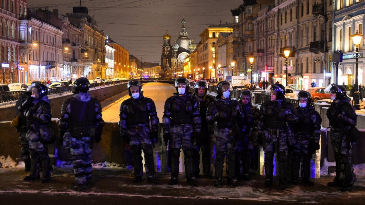 Санкт-Петербург протесты полиция один