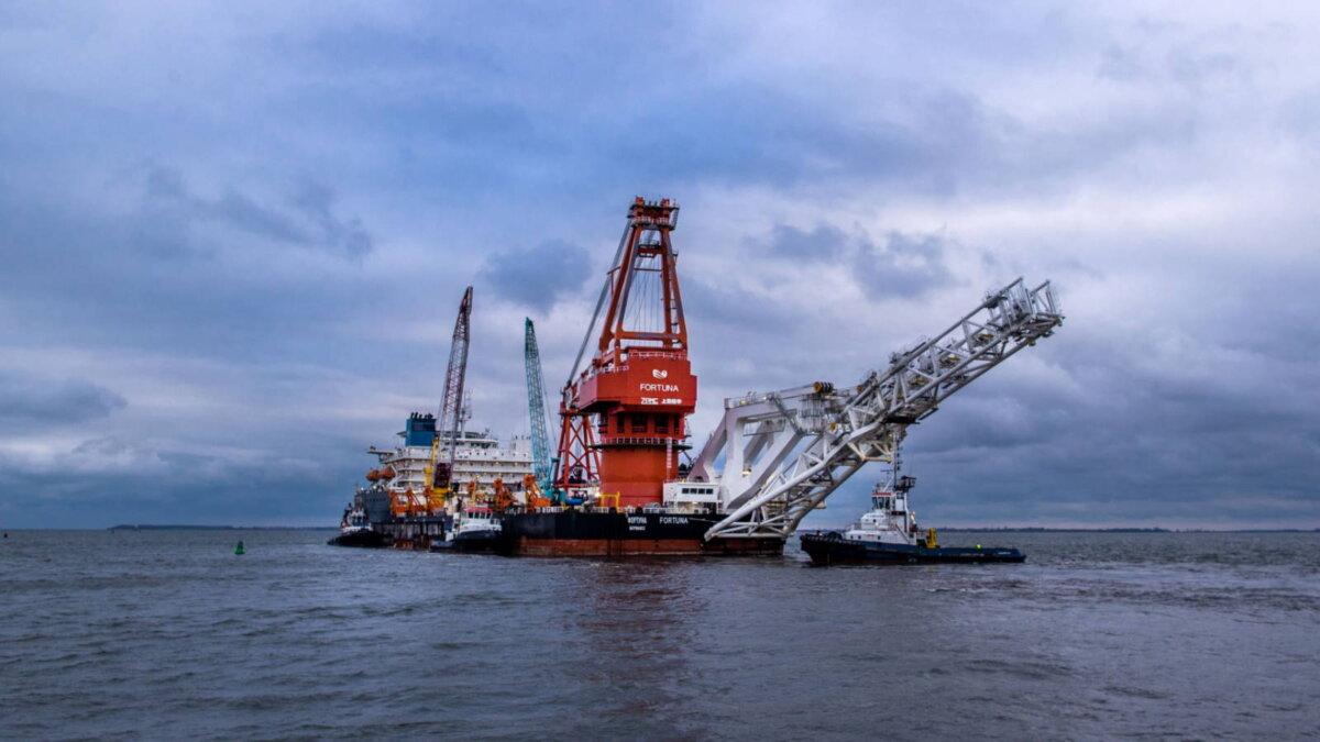 Северный поток-2 баржа судно-трубоукладчик Фортуна четыре