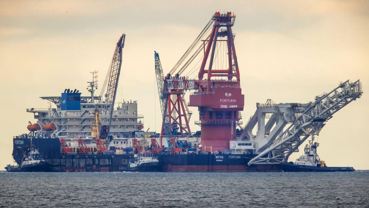 Северный поток-2 баржа судно-трубоукладчик Фортуна