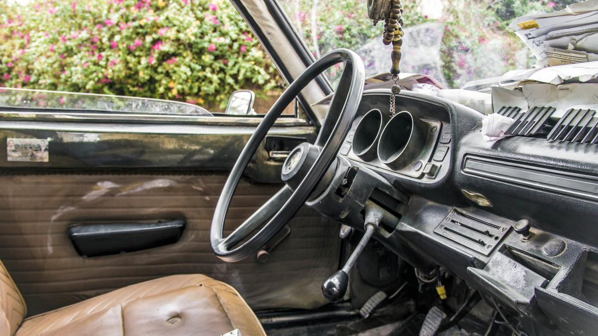 салон старого автомобиля