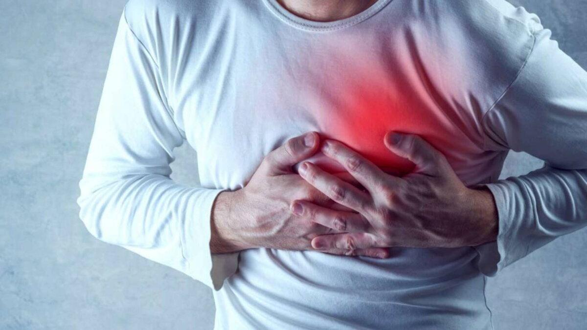 Сердечный приступ Инфаркт боль в груди мужчина четыре