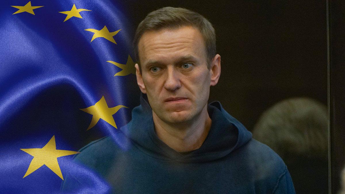 Алексей Навальный в суде и флаг Евросоюза ЕС