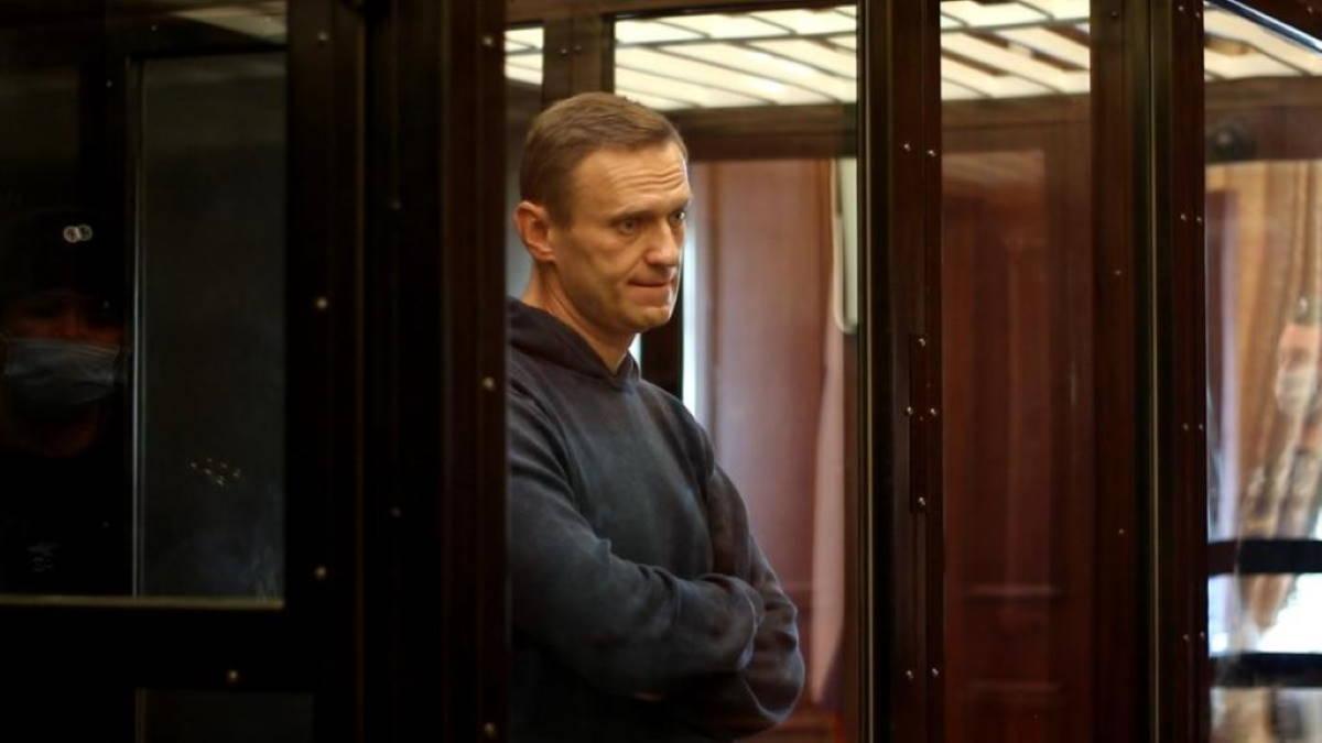 Алексей Навальный в суде девять