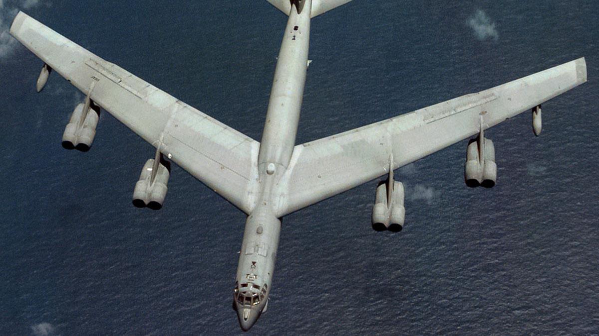 Американский стратегический бомбардировщик Boeing B-52H США
