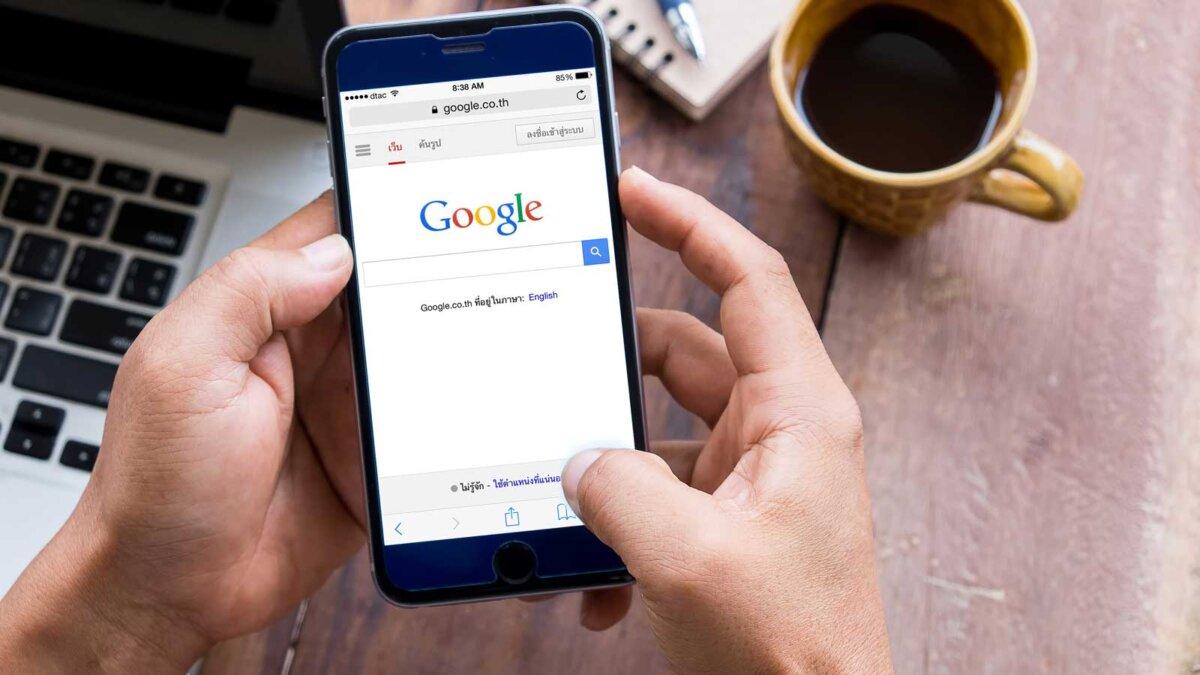 Чашка кофе телефон ноутбук google