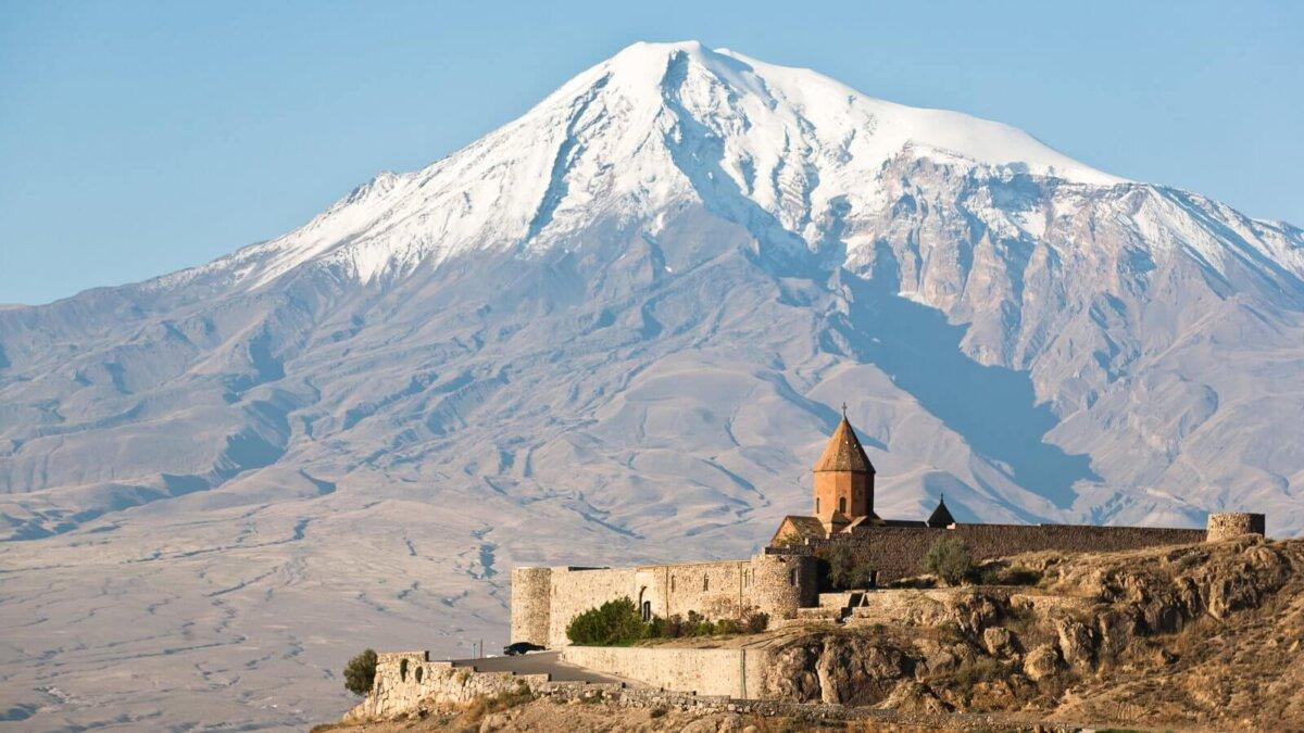 Гора Арарат и армянская церковь Хор Вирап