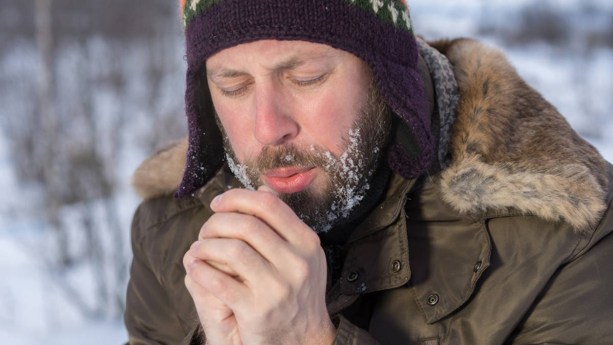 Погода зима холод мороз замерзающий мужчина
