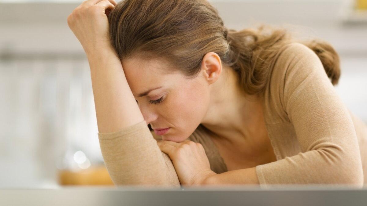 Женщина стресс плохое настроение депрессия