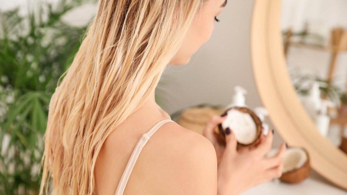 Женщина кокосовое масло уход за волосами