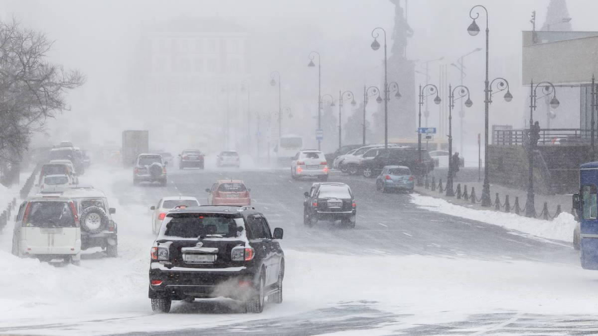снегопад автомобили дорога