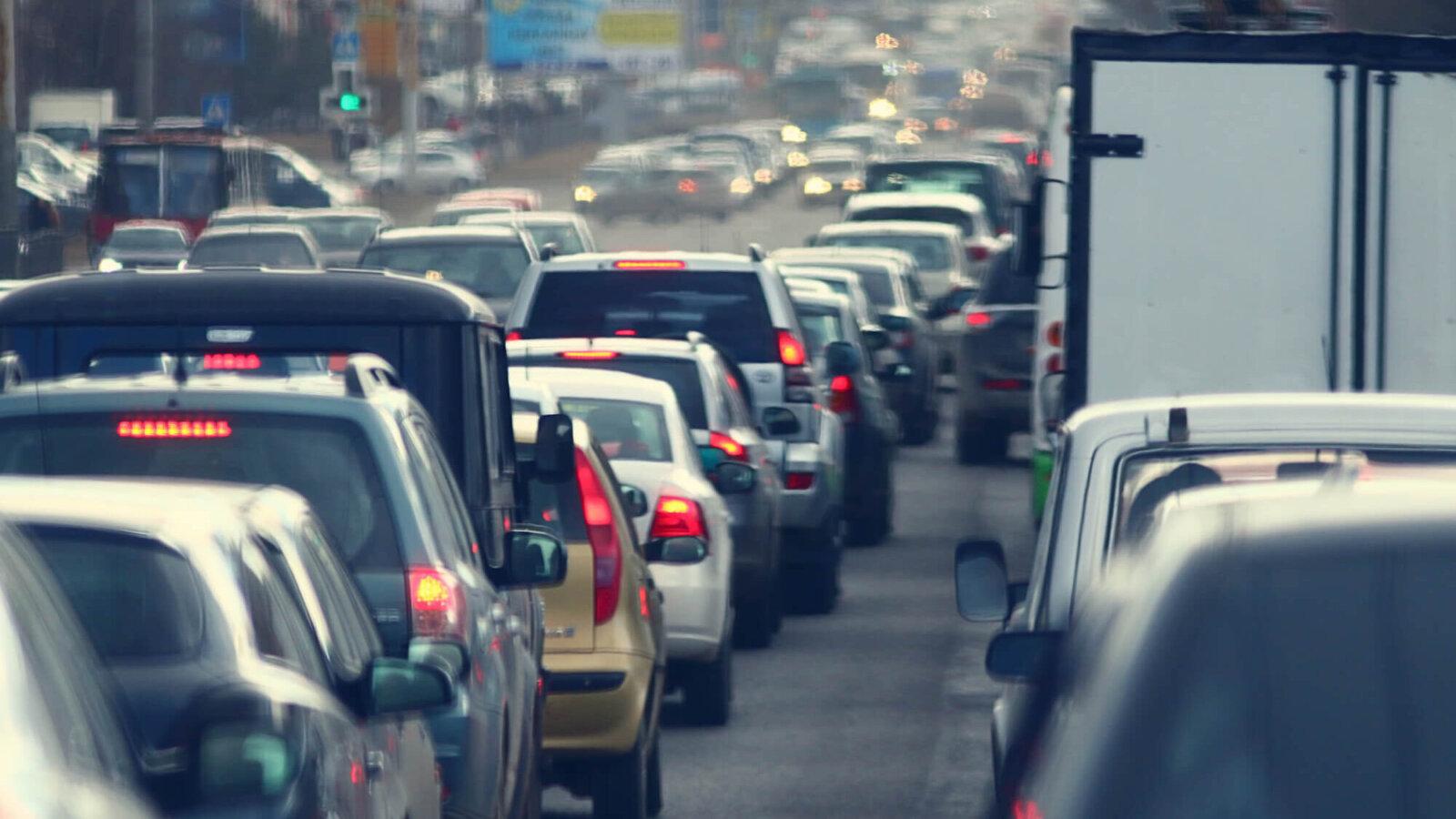 Жителей Москвы предупредили о загруженности дорог из-за