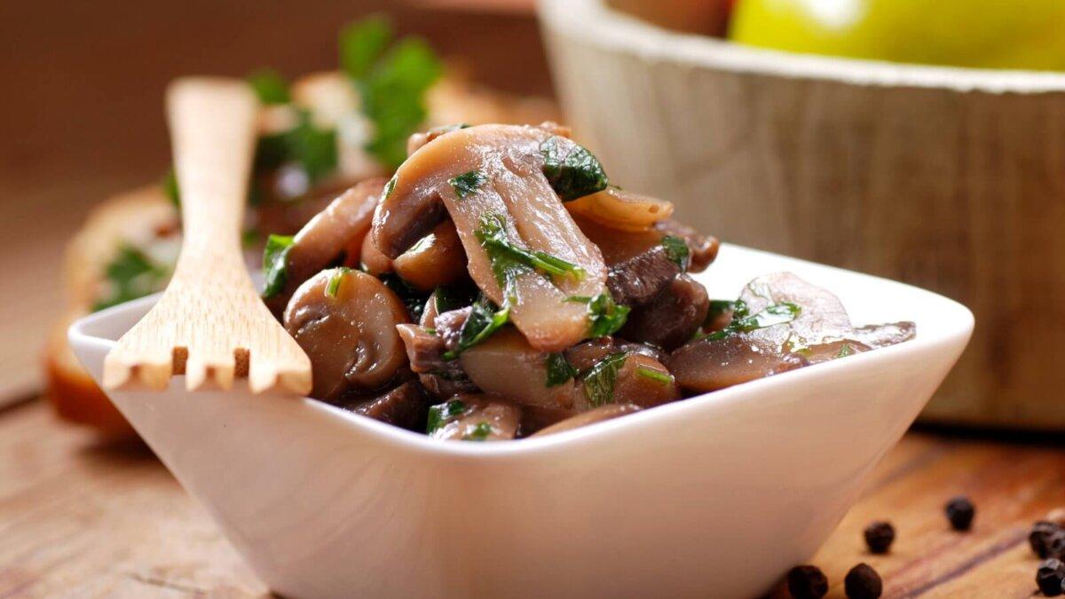 Приготовленные грибы шампиньоны