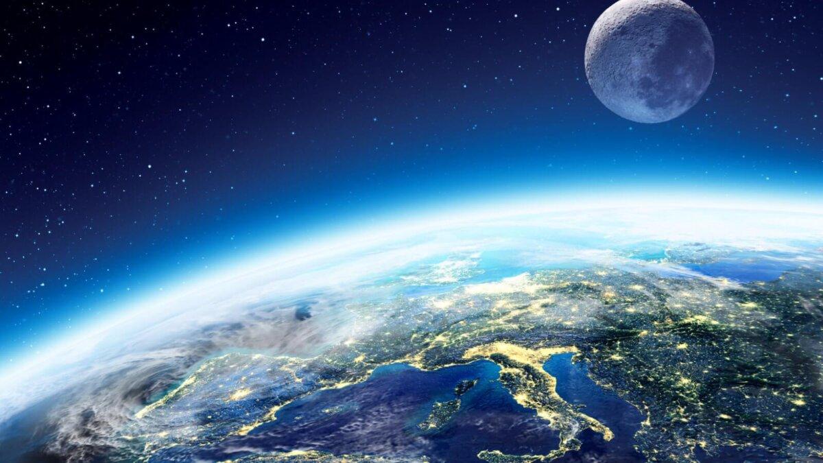 Планет Земля близко Луна