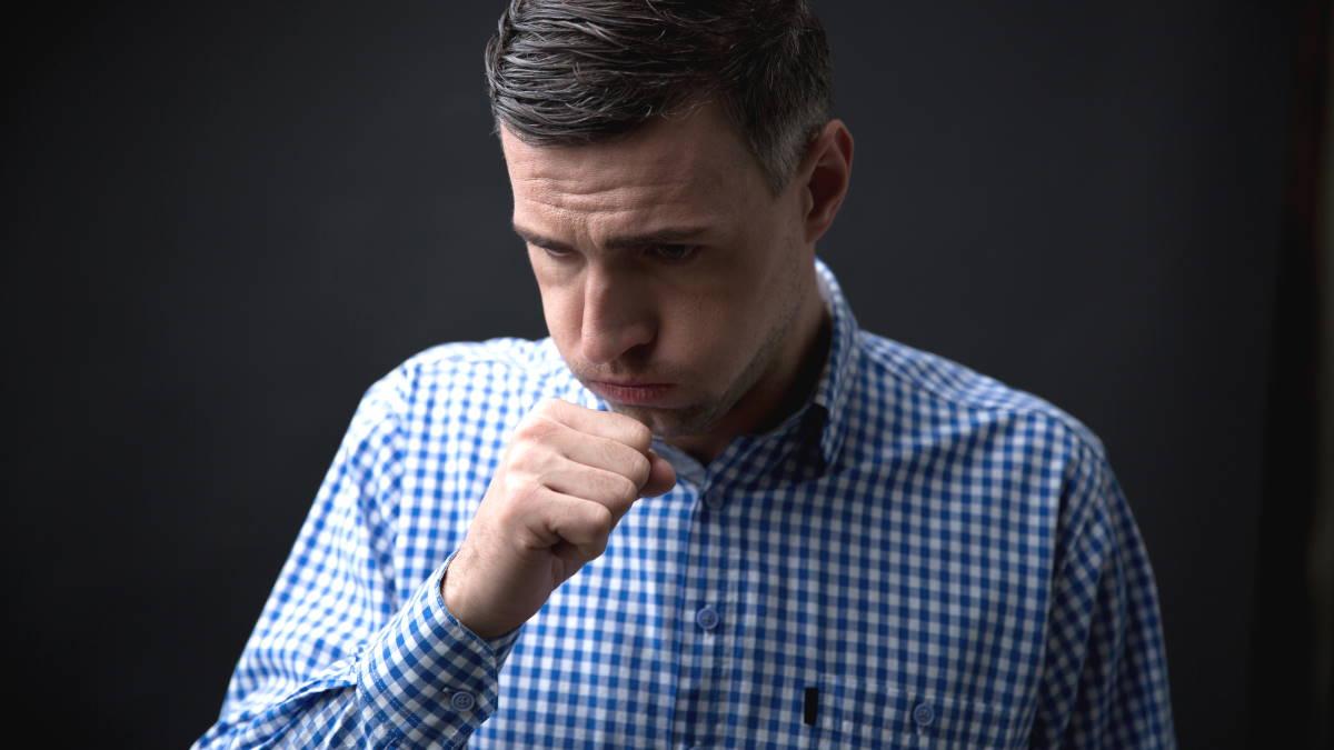 Кашель мужчина бронхит рак лёгких болезнь
