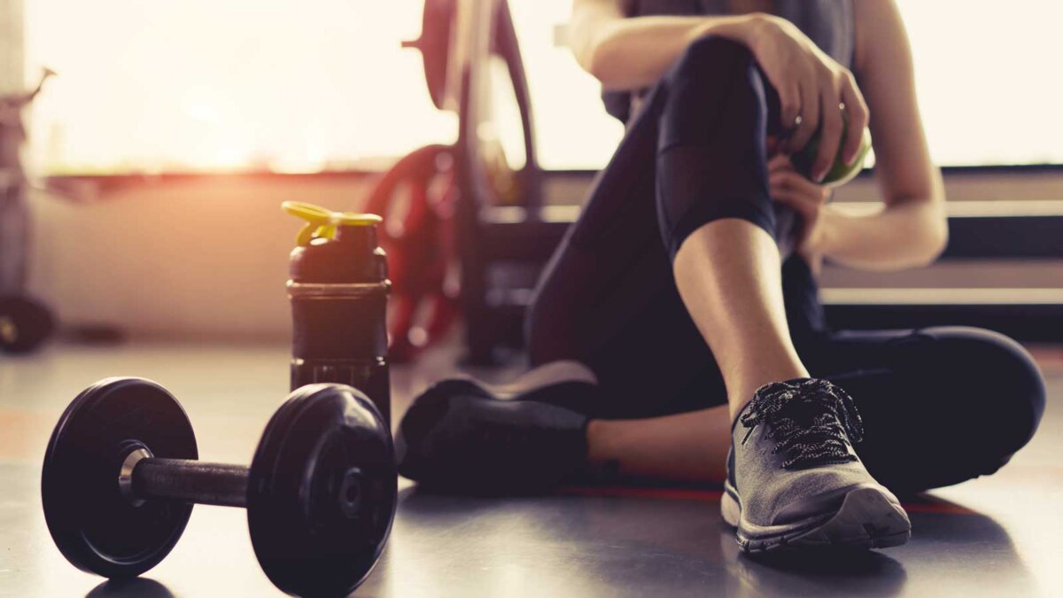 Девушка в спортзале фитнес