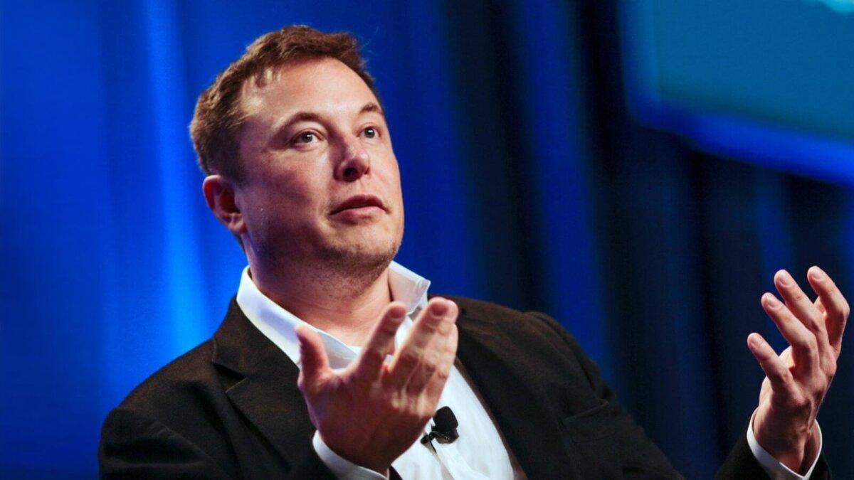 Генеральный директор Tesla Motors Илон Маск - Elon Musk синий фон два
