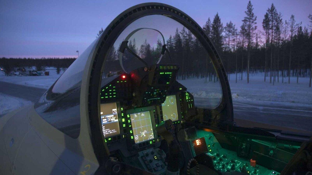 Кабина многоцелевого истребителя пятого поколения Су-57 два