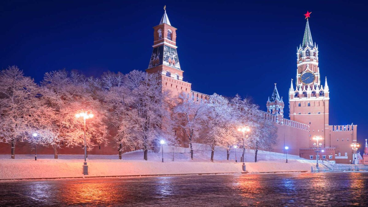 Красная площадь Кремль снег