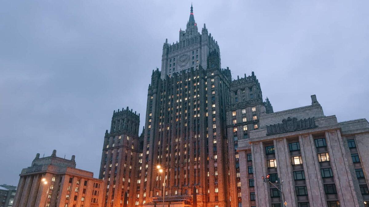Здание МИД Министерство иностранных дел РФ восемь