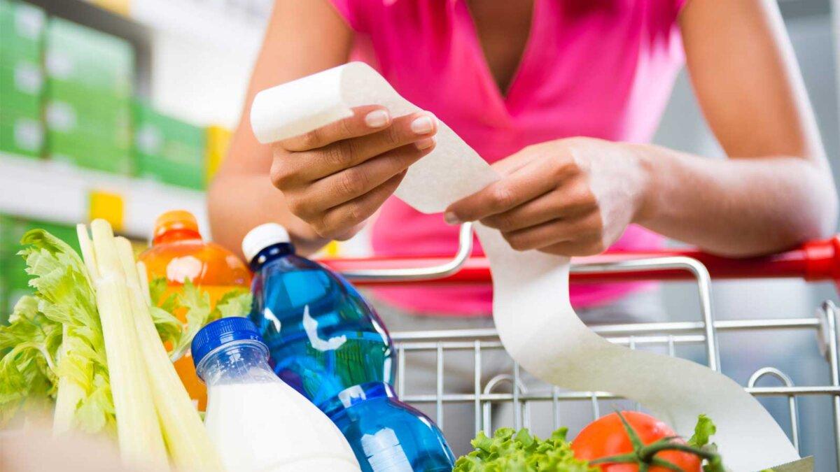 Магазин продукты тележка женщина счет