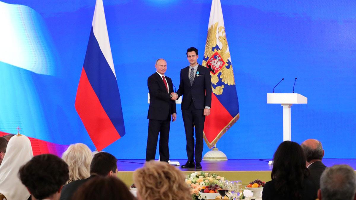 Президент РФ Владимир Путин и Сербский актер Милош Бикович