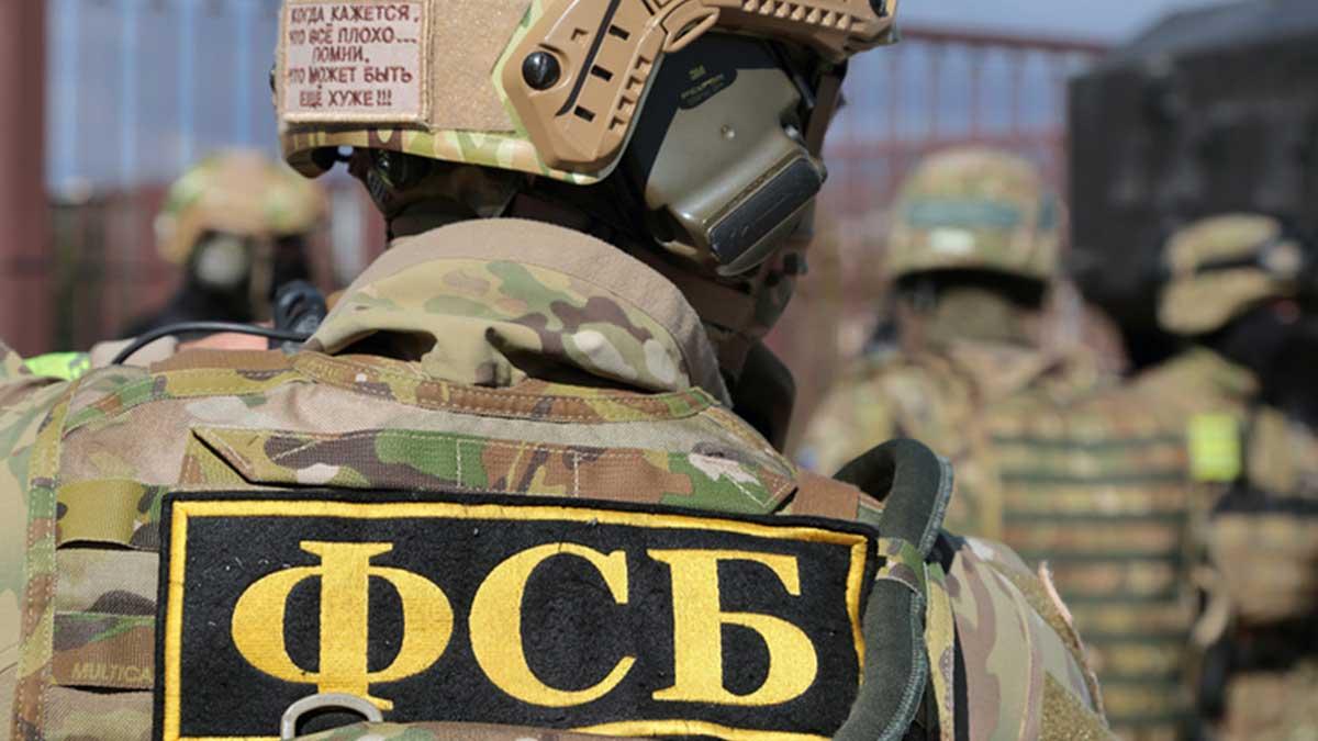 Мужчина в военной форме ФСБ