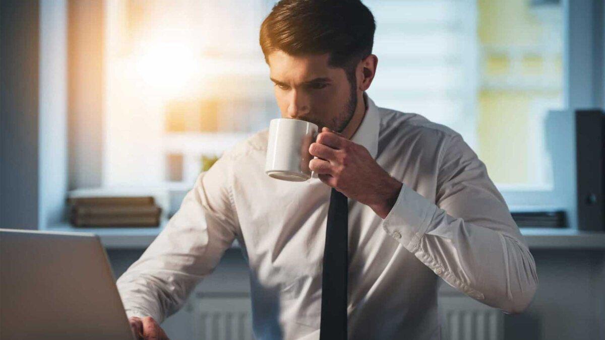 На работе глоток свежего кофе