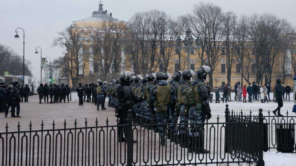 ОМОН полиция парк люди зима забор
