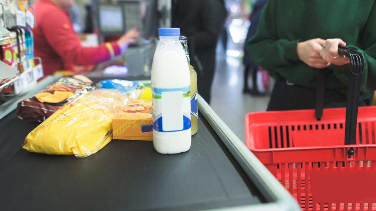 Продукты магазин продавщица молоко products store queue