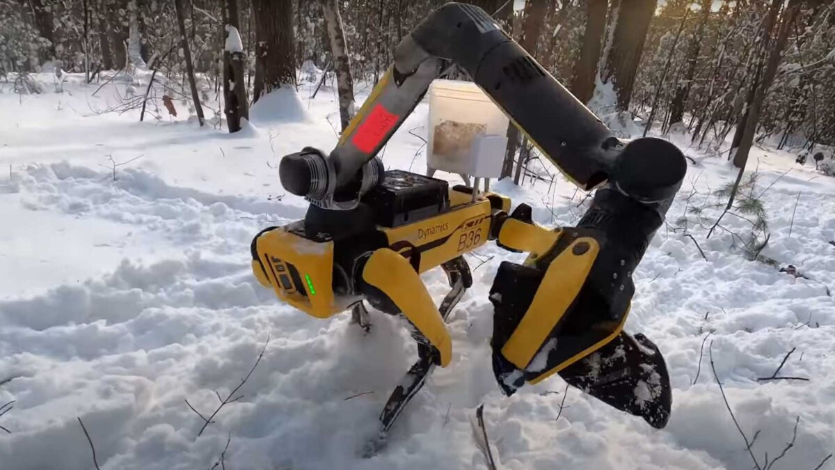 Робот-собака американской фирмы с дополнительной конечностью
