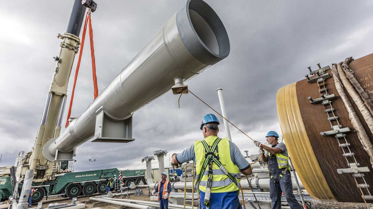 Северный поток-2 Установка камеры приёма ДОУ на строительной площадке в Любмине