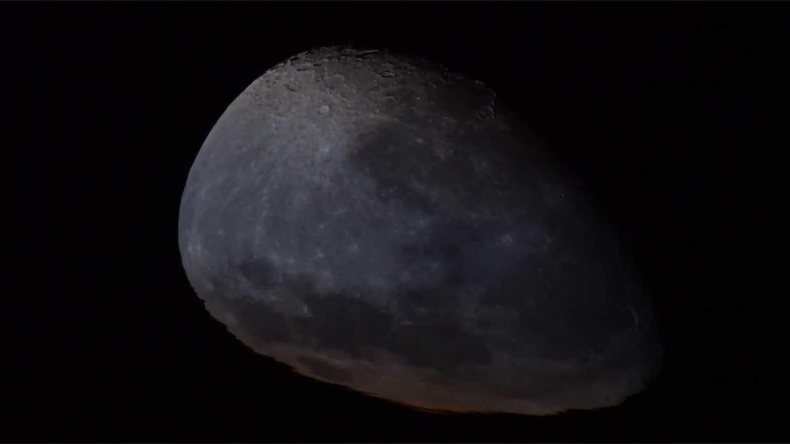 Сплющенная луна